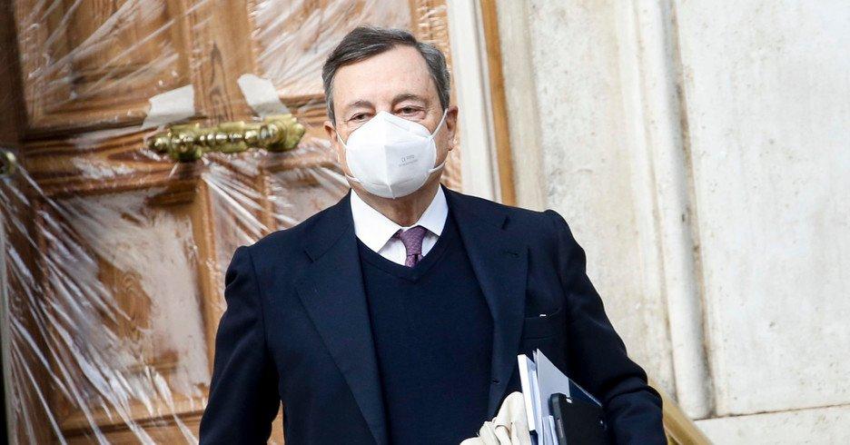 Consultazioni, il M5S dice si a Mario Draghi