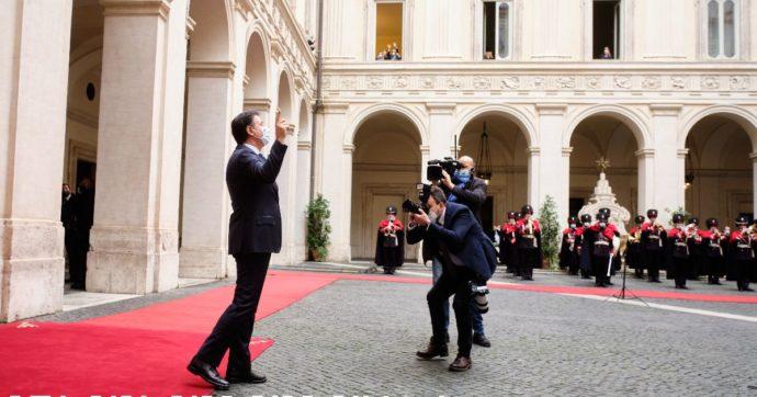 Conte lascia Palazzo Chigi tra gli applausi dei dipendenti