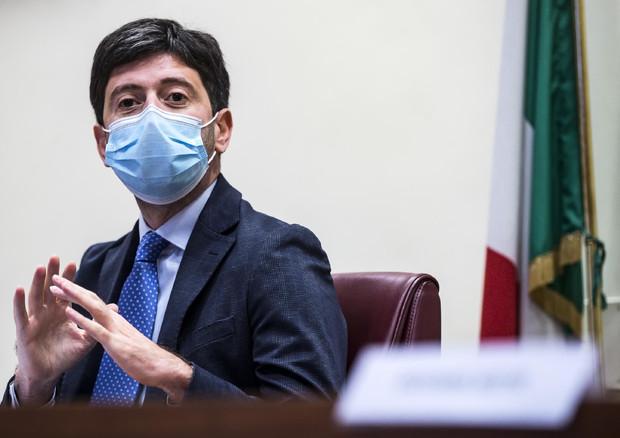 Covid: L'appello del Ministro Speranza contro gli assembramenti