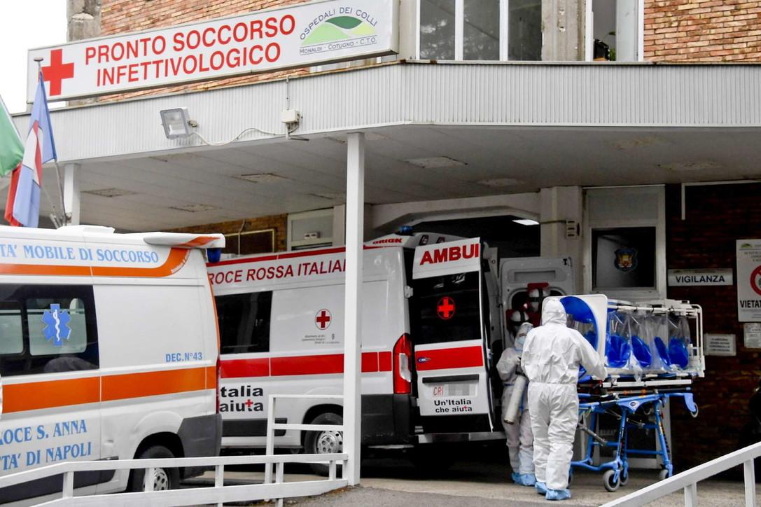 Covid: A Napoli torna l'incubo contagi. Convocata l'unità di crisi