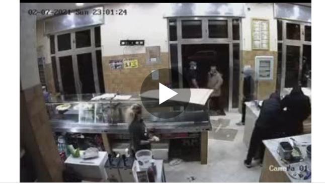 Rapina pizzeria ad Afragola: i malviventi scappano con la cassa davanti ai clienti