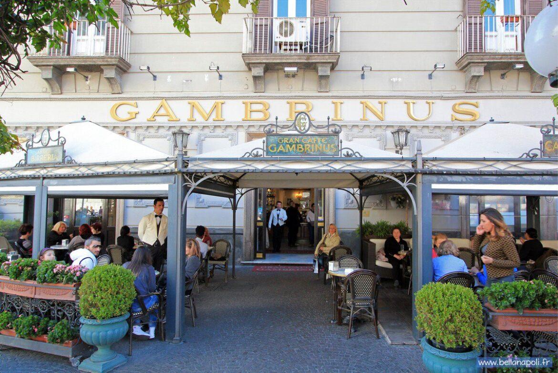 Napoli, riapre lo storico Caffè Gambrinus: era chiuso dall'8 novembre