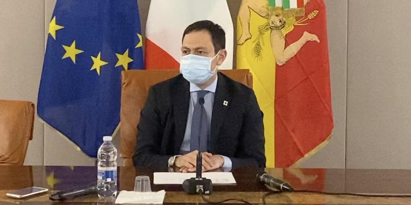 Dati Covid falsi per evitare le chiusure in Sicilia: 3 arresti, avviso di garanzia per Razza