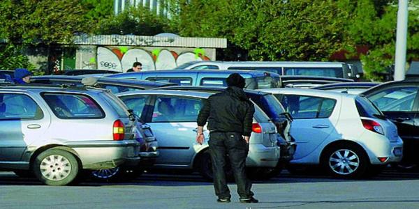 Napoli: Parcheggiatore abusivo arrestato. Aveva minacciato una donna