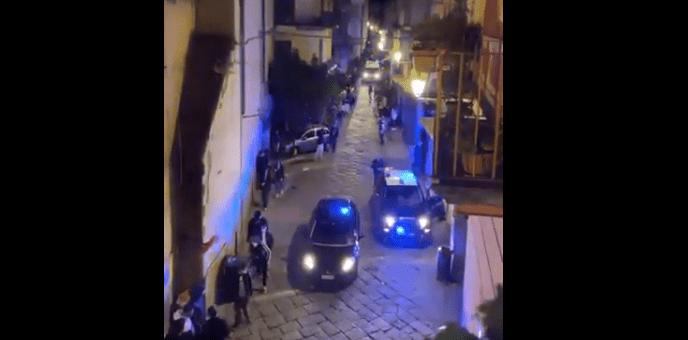 Aversa, accoltellato un uomo nella zona della movida: si era opposto ad una rapina [VIDEO]